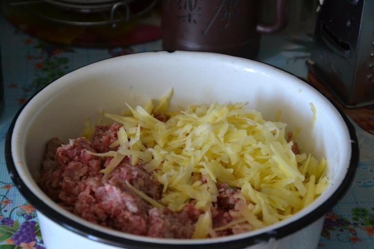 Запеканка с картошкой фаршем и шампиньонами