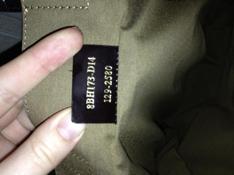 Продаю  сумку  Fendi  оригинал  12  000  руб.  фото  с  ID  сумки  прилагается