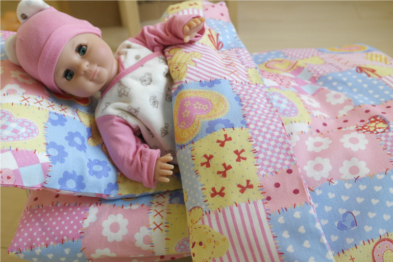 Как сшить постельное для куклы 29