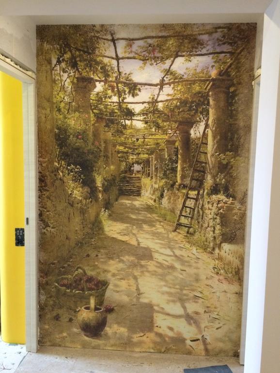 Фрески в коридоре