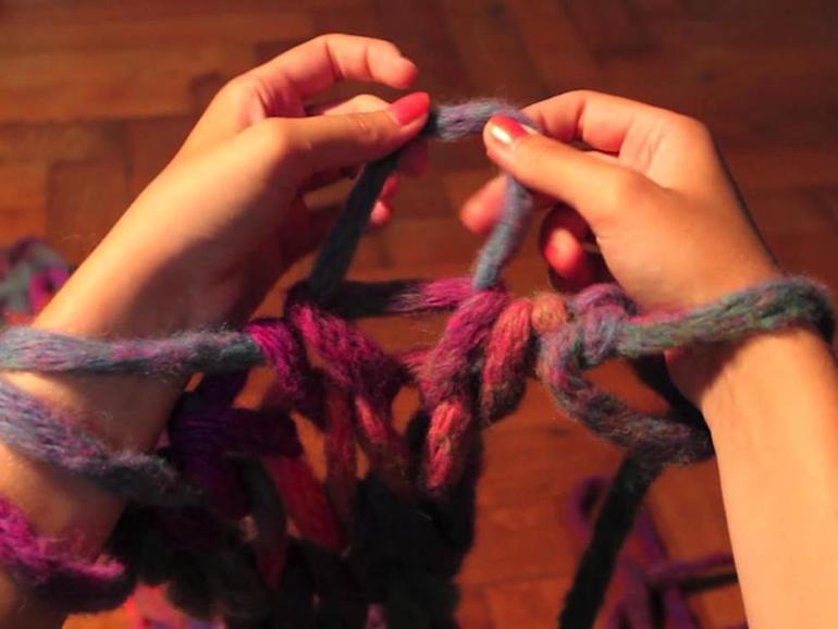 Вязание руками без спиц и крючков своими руками
