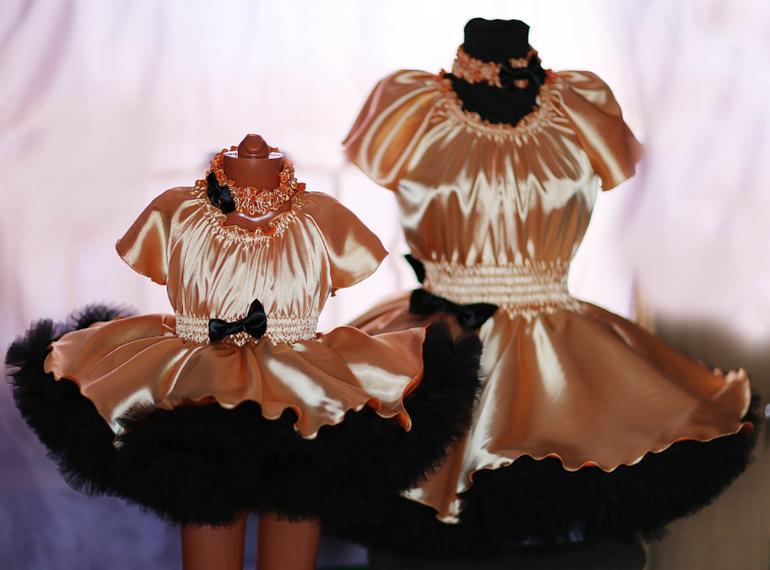 Одинаковые платья для мамы и дочки!