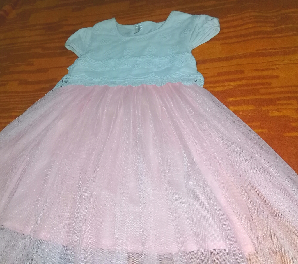 Воздушное ,очень красивое нежное платье.