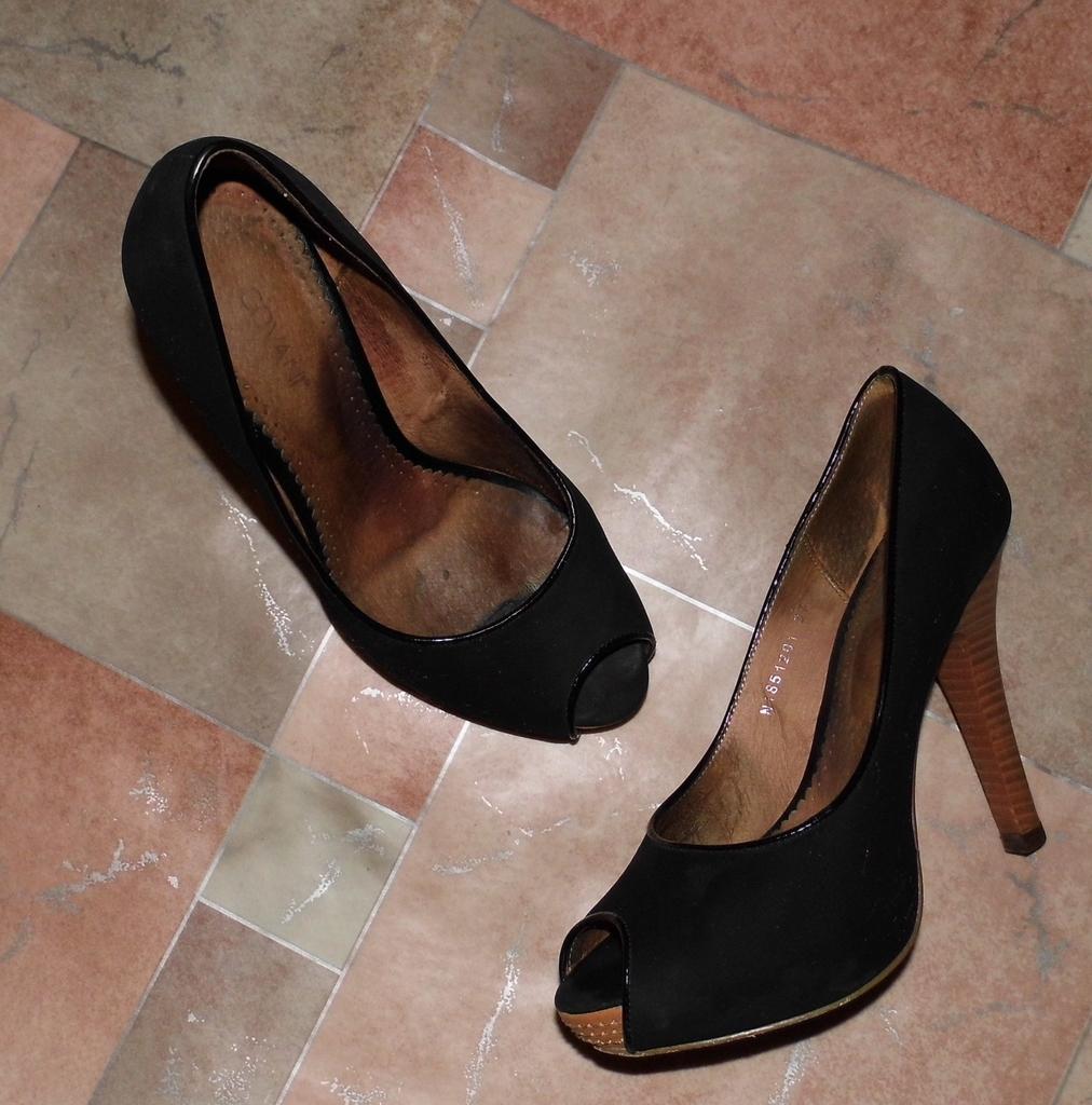 Туфли на высоком каблуке + танкетка р.37 выделанна