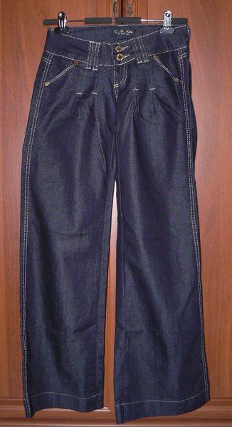 Баул брюк, джинсов для подростка или стройной дев