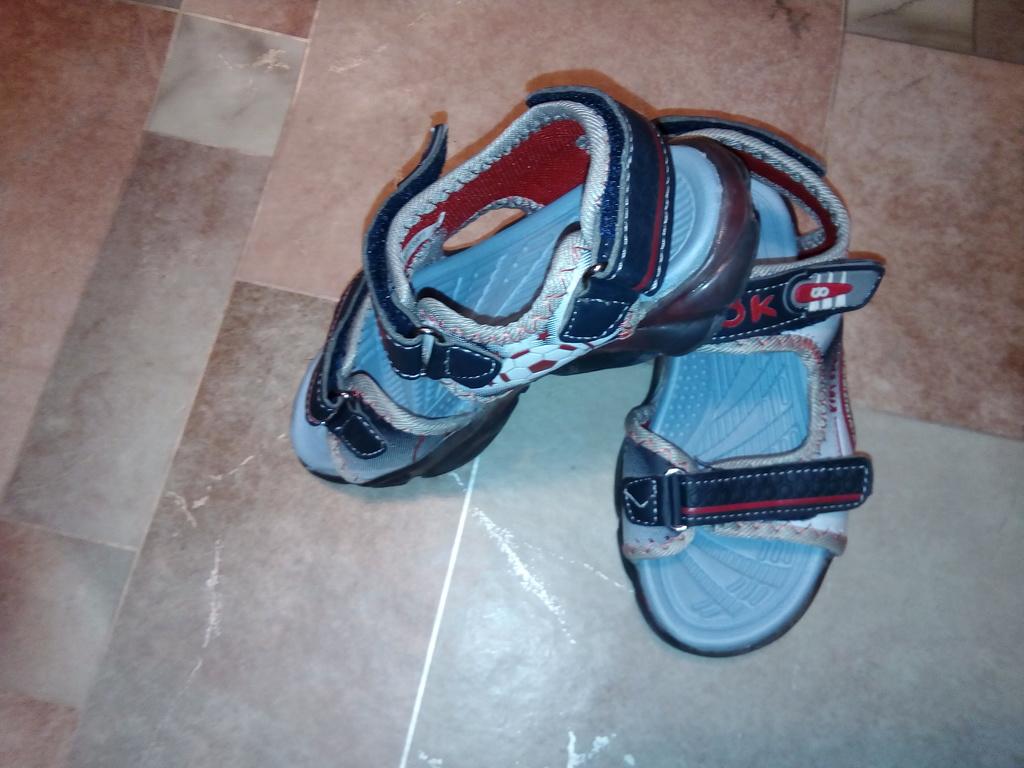 Новые сандали р.29(17,5см) переросли фирма джук