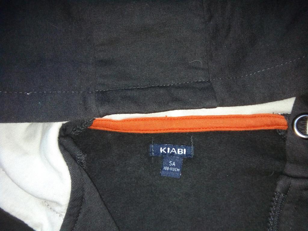 Кофточка на молнии с капюшоном р.104-110