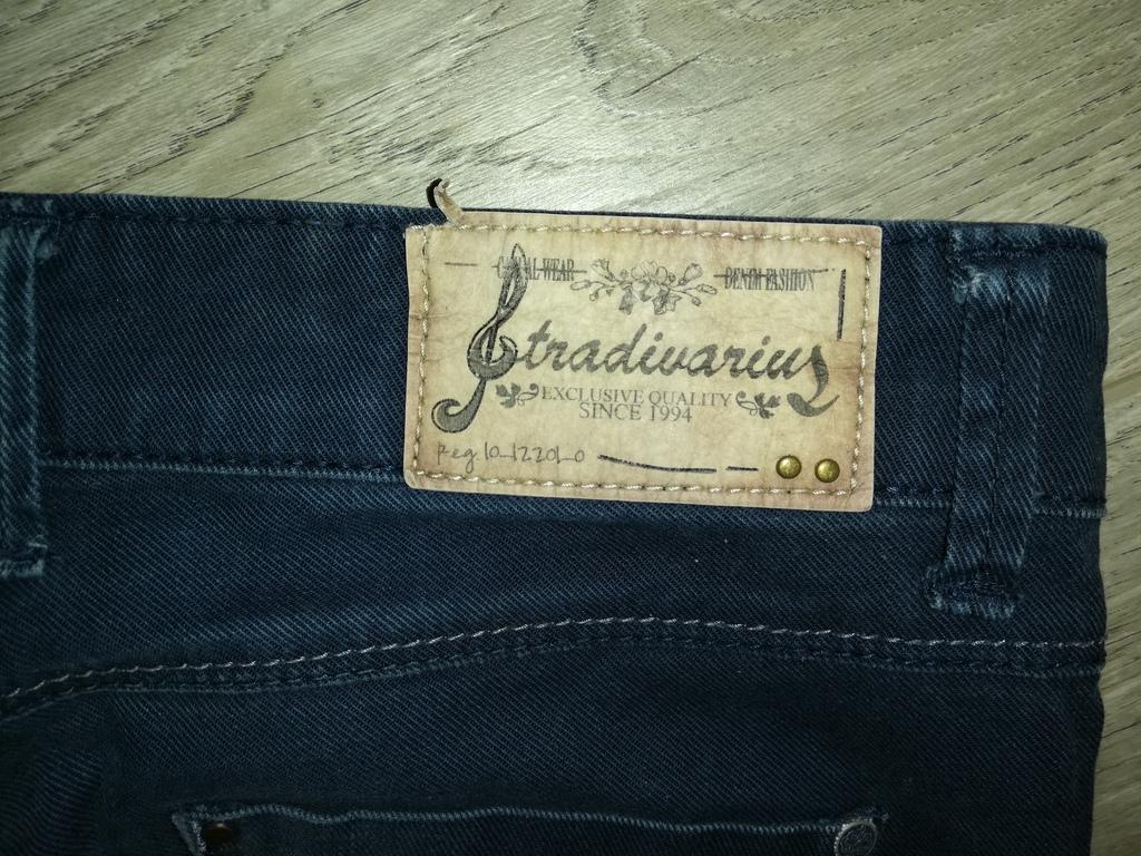Отдам Брюки - джинсы Синие р. 42, Stradivarius