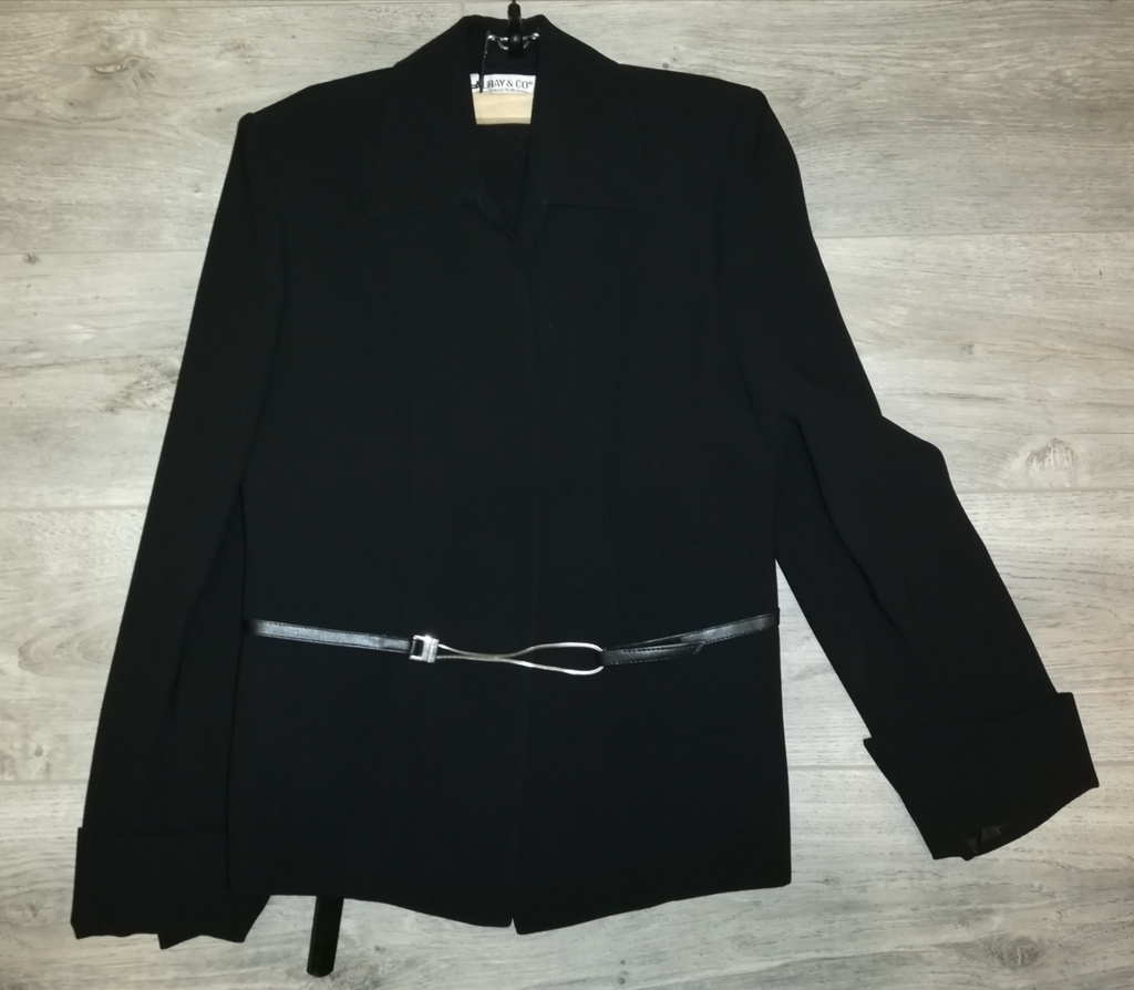 Костюм с юбкой, новый р. 40-42.. Пиджак +юбка +рем