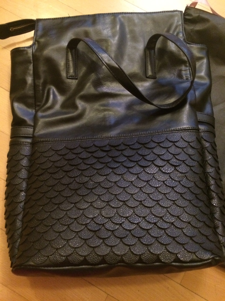 Новая фирменная кожаная сумка Ermanno Scervino