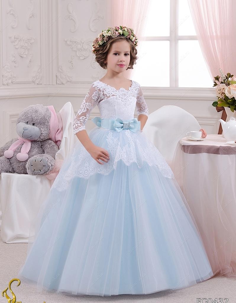 Девочки в пышных праздничных платьях