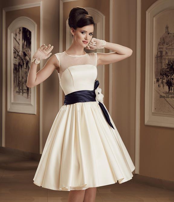 ba07d3db7cf Продаю Выпускное вечернее свадебное короткое платье в Москве - Барахолка  Бебиблога