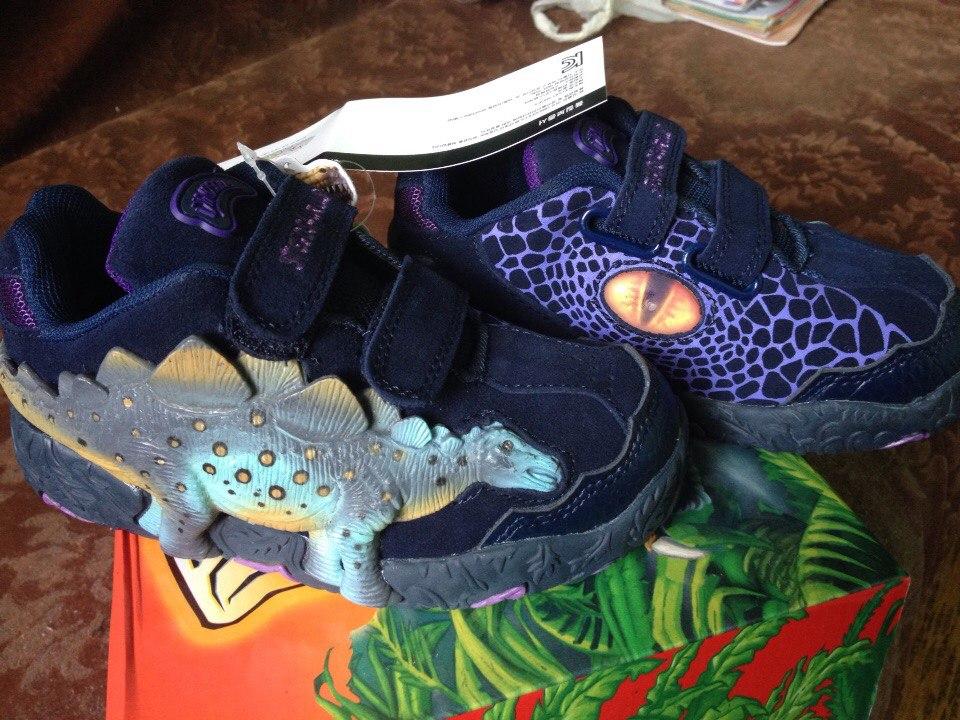 Кроссовки Dinosoles в наличии.