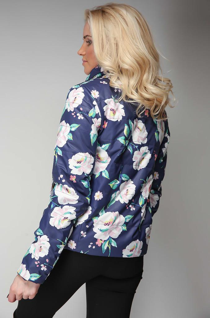 Легкая куртка из плащевой ткани с тонким утеплител