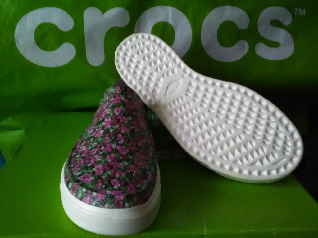 Новые слипоны crocs, с перфорацией,  оригинал