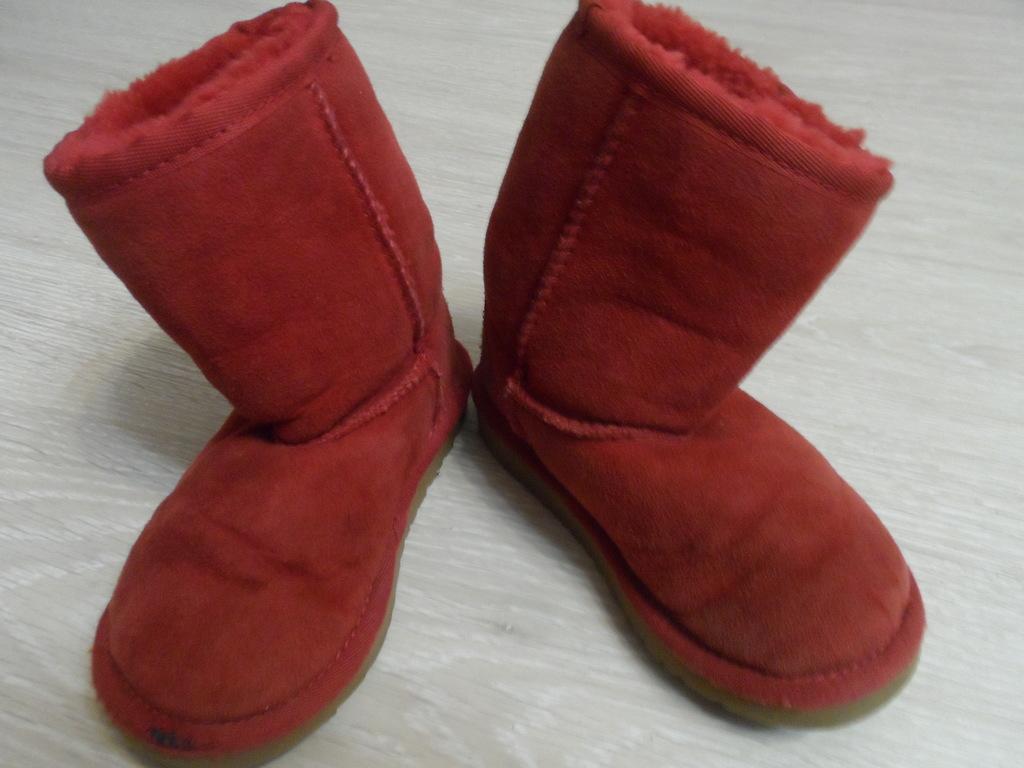 Пакет угги кроссовки туфли мало б/у, шлепки в дар