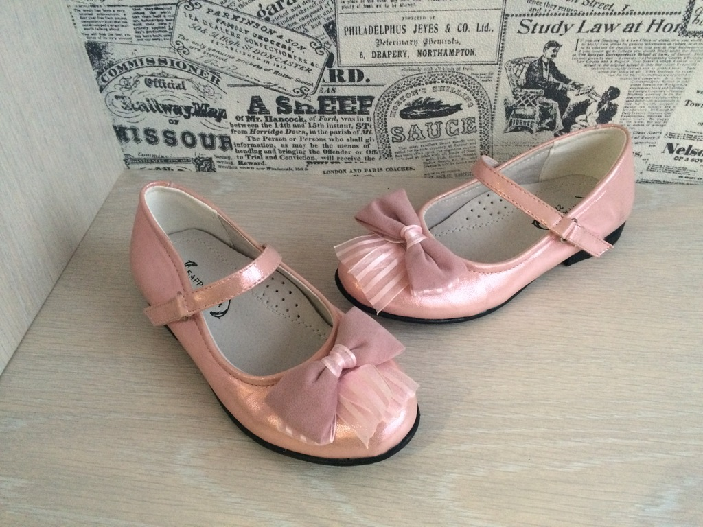 обувь в наличии для мальчиков и девочек