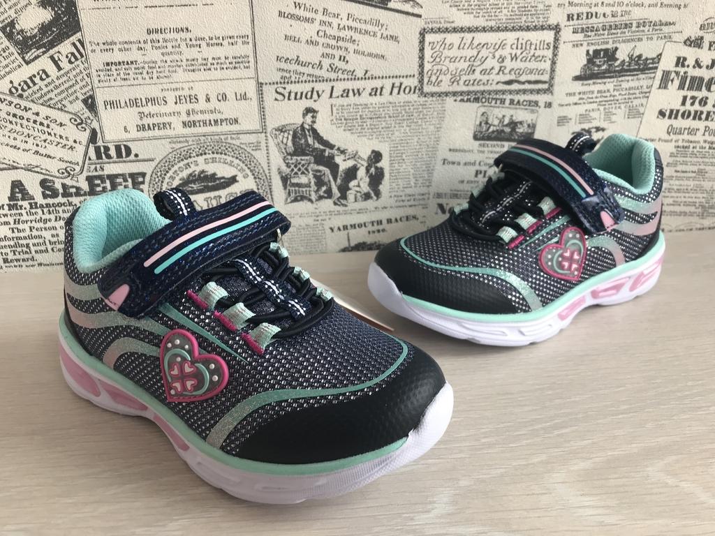 новые кроссовки со светодиодами
