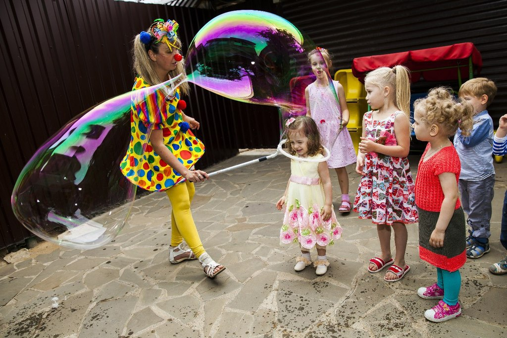 Детские праздники. Аниматор. Шоу мыльных пузырей.