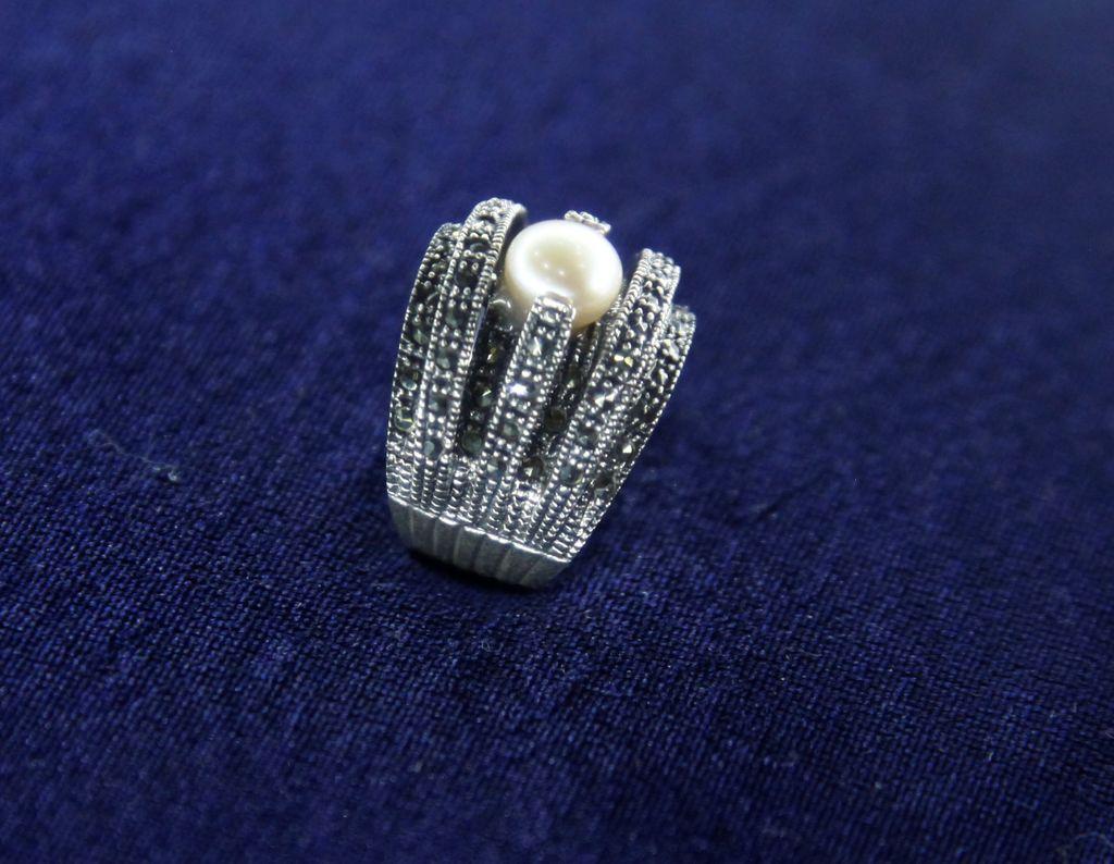 Серебряное кольцо с жемчугом 925 пробы