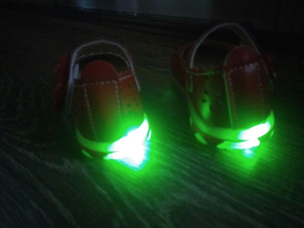 Сандали со светодиодами