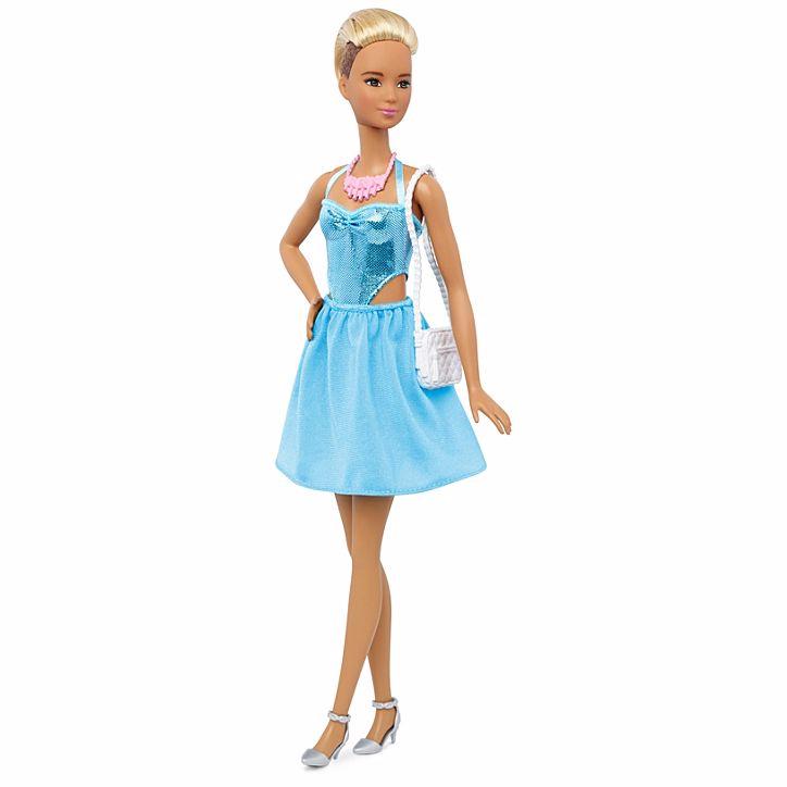 Гардероб с одеждой для кукол