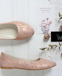 Балетки из розового нубука с принтом под питон.