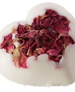 Бомбочка для ванны с лепестками роз