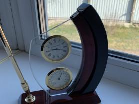 Офисные часы на стол.