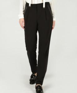 Свободные брюки с атласными вставками и защипами