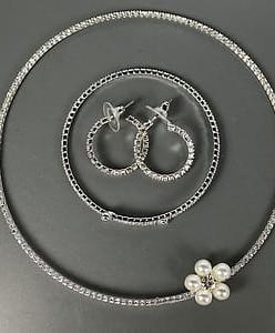 """Комплект """"Стразовый"""" 3 предмета / колье, сережки, браслет"""