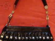 Стильная сумка с заклепками.