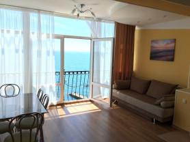 Крым, Ялта. Сдам апартаменты в 20 метрах от моря.
