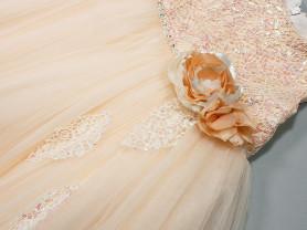 Платье с накидкой-пелеринкой.