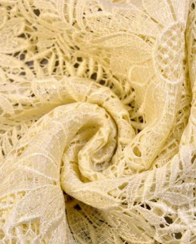 Гипюр нежно-ванильного цвета с цветочным узором