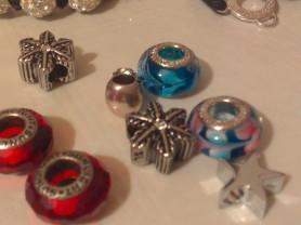 Шармы новые(серебро)+браслеты.