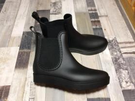 Новые резиновые ботинки