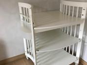 Детская кроватка и перевальный столик