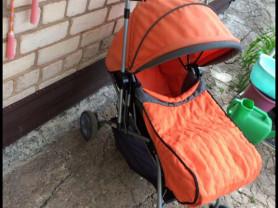 прогулочная коляска, подходит для путешествий, легко складывается книжкой и помещается в багажник.