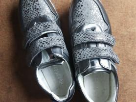 Кроссовки для девочки, 36 размер.