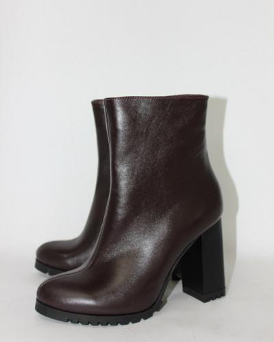 Ботинки кожаные на устойчивом каблучке.