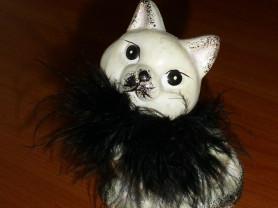 Фигурка кошка в боа (керамика)