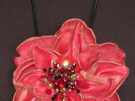 Цветок из кожи на кожанном шнуре