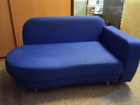 Компактный спальный диван с ящиком для хранения