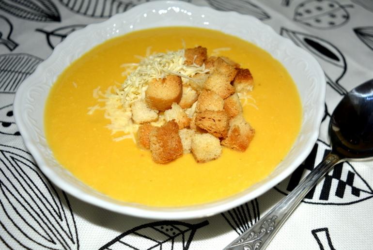 суп-пюре куриный с сыром и гренками незначительных недостатков