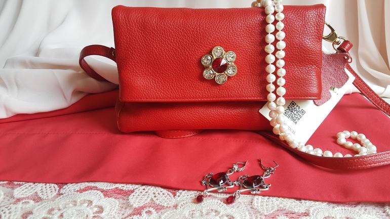 Женские клатчи и вечерние сумки по цене от 28 750